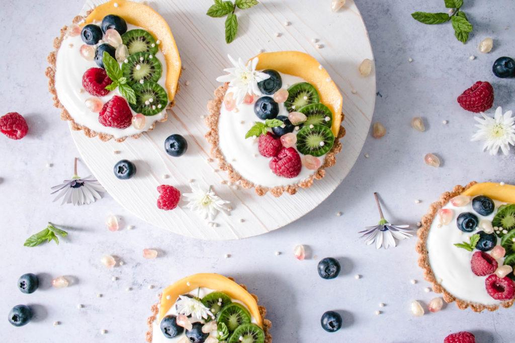 ¡Crea momentos inolvidables en la cocina! Te invitamos a preparar unas tartitas de granola Quaker® y cocktail de frutasen familia - Tartitas de Granola Quaker® y cocktail de frutas