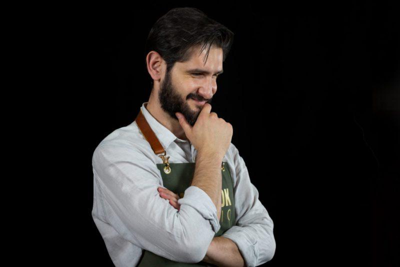 Marco Carboni, chef de Sartoria y de Bottega, te enseña a preparar un tortino de parmigiano-reggiano en HOTBOOK Studio - de-sartoria-y-bottega-marco-carboni-te-ensencc83a-a-hacer-un-tortino-de-parmigiano-reggiano-en-hotbook-studio-1