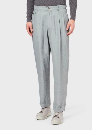 Consiente a papá con un regalo a su altura: el outfit perfecto - regalos-dia-del-padre-giorgio-armani-pantalones-informales-color-gris