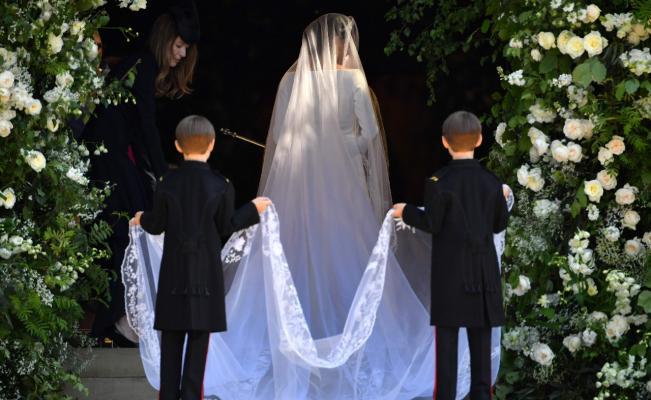 Los vestidos de novia más impresionantes de la realeza - You may now kiss the bride. 14 fotos de los vestidos de novia reales alrrededor del mundo .portada