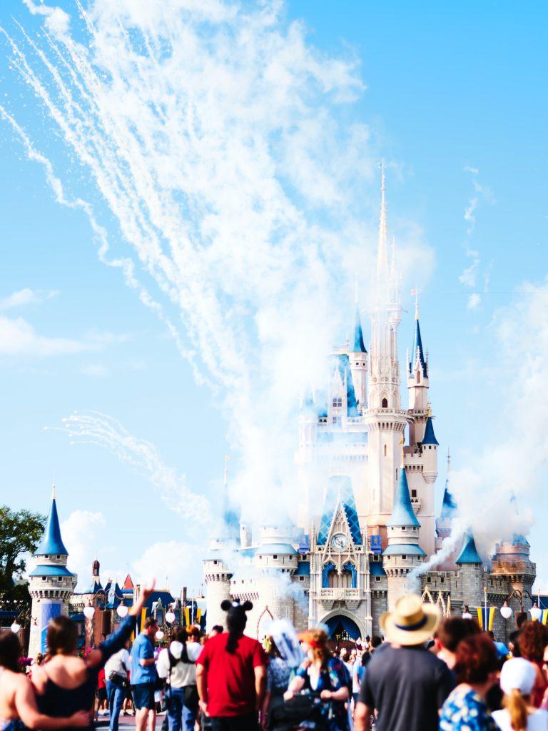Disney reabre sus puertas y da la bienvenida a los turistas nuevamente - disney-reabre-sus-puertas-para-darle-la-bienvenida-a-los-turistas-nuevamente-walt-disney-world-resort-google-online-google-viajes-verano-zoom-google-1