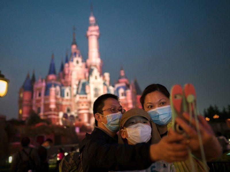 Disney reabre sus puertas y da la bienvenida a los turistas nuevamente - disney-reabre-sus-puertas-para-darle-la-bienvenida-a-los-turistas-nuevamente-walt-disney-world-resort-google-online-google-viajes-verano-zoom-google-4
