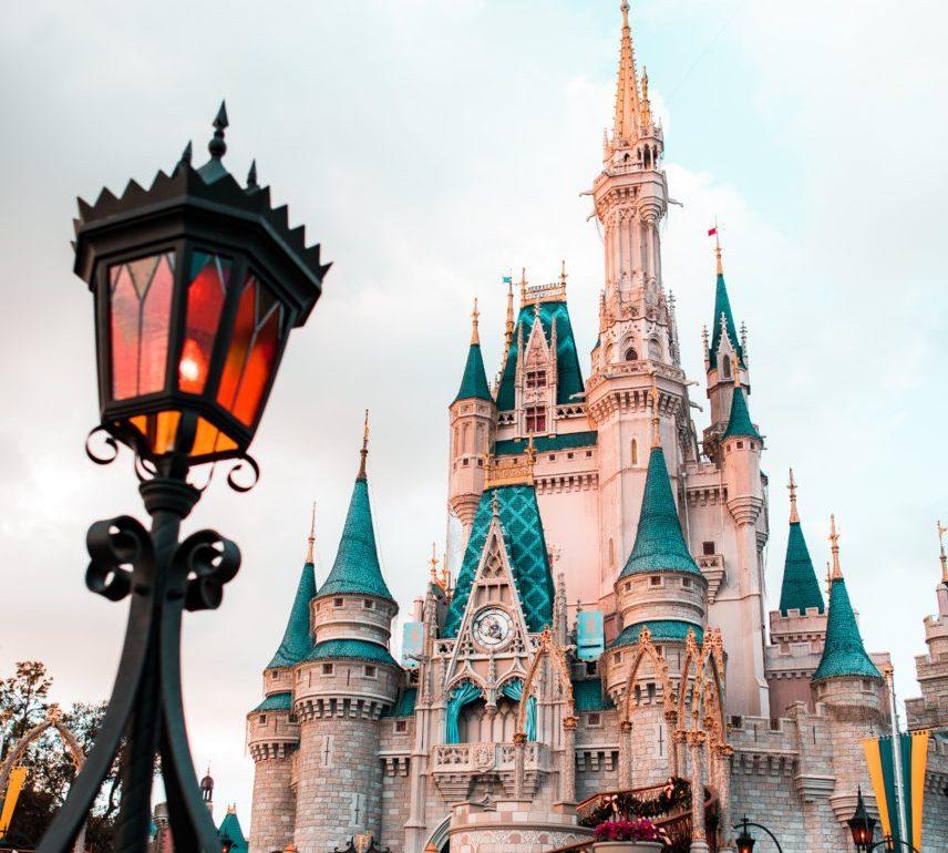 Disney reabre sus puertas y da la bienvenida a los turistas nuevamente - Portada Disney reabre sus puertas para darle la bienvenida a los turistas nuevamente walt Disney world resort google online google viajes verano zoom google