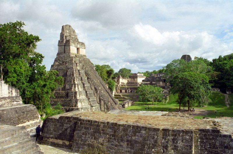Locaciones de Star Wars dentro de nuestra galaxia - star-wars-locaciones-parque-nacional-tikal-guatemala-yavin-iv-rebel-base