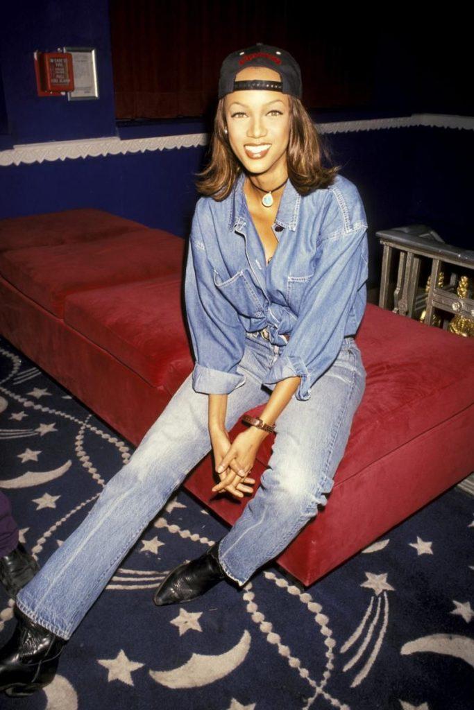 Las fotos más icónicas de la moda de los 90 - tyra-banks-las-fotos-mas-iconicas-de-la-moda-en-los-90-moda-fashion-celebrities-fashion-icon-iconic-fotos-style-trend-design-designer-google-online