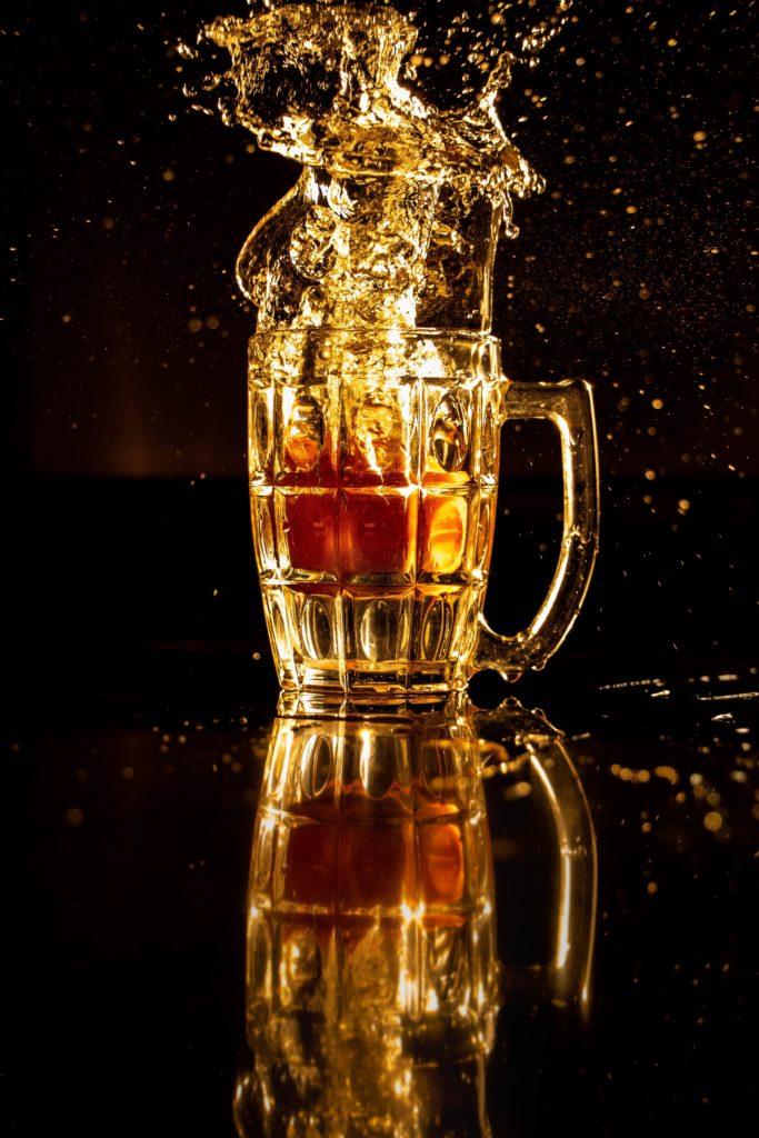 Cheers mate! Conoce 11 hacks para destapar una cerveza - cheers-mate-conoce-10-hacks-para-destapar-una-cerveza-how-to-open-a-beer-beer-cerveza-formas-de-abrir-una-cerveza-google-intagram-tiktok-youtube-google-online-clases-youtube-beer-1