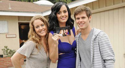 Fun facts de Katy Perry, quien tuvo a su primer bebé: Daisy Dove Bloom - curiosidades-de-katy-perry-la-celebridad-que-recientemente-tuvo-a-su-primera-bebe-daisy-dove-bloom-katy-perry-gigi-hadid-embarazo-nueva-madre-google-online-instagram-tiktok-zoom-google-meet-cla-3