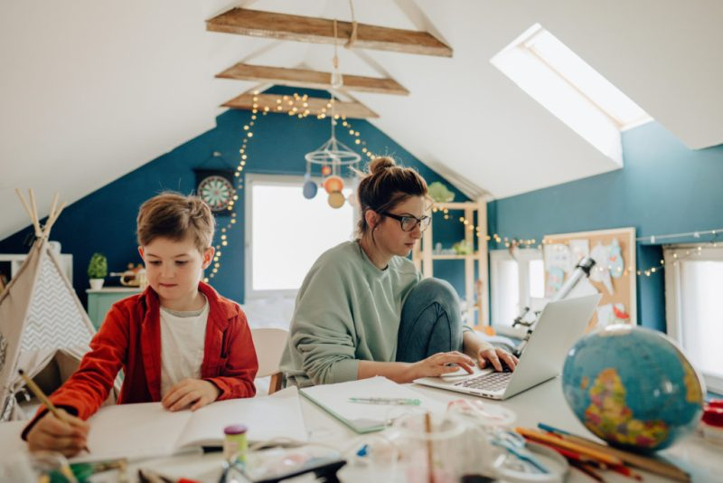 La educación hoy: ¿por qué la pandemia aceleró la opción de educación en línea y qué sigue? - la-educacion-de-hoy-portada-1