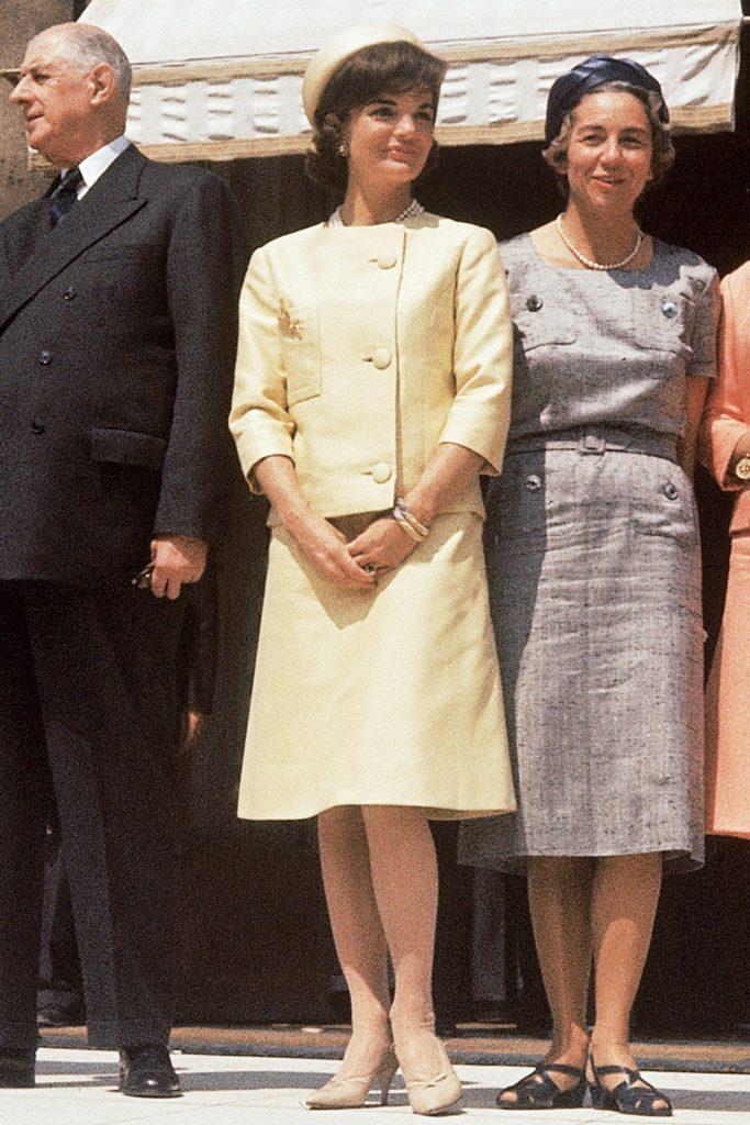Los outfits más emblemáticos de Jackie Kennedy, ícono de moda - los-outfits-mas-emblematicos-de-jackie-kennedy-un-icono-de-moda-google-instagram-tiktok-google-online-coronavirus-vacuna-google-verano-covid-foto-moda-fashion-icon-2