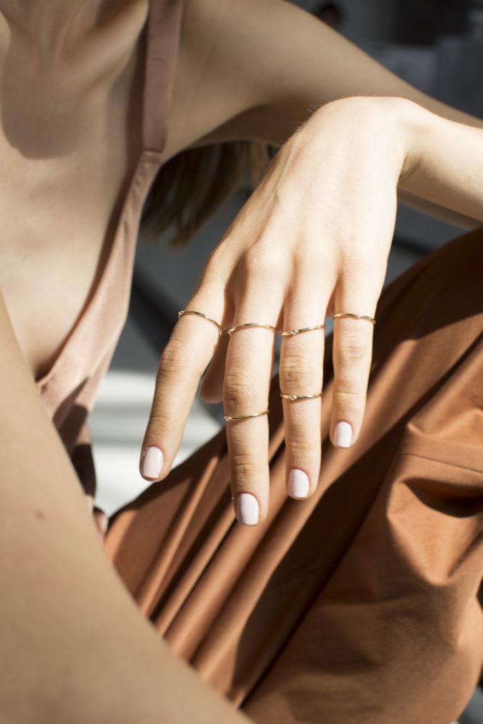 Ring mix and match: cómo hacer el stacking perfecto con tus anillos - naas-joyeria