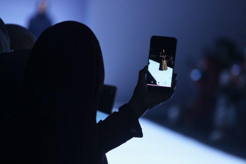 Realidad virtual, la nueva tendencia en el mundo de la moda - realidad-virtual-la-nueva-tendencia-del-mundo-de-la-moda-google-online-realidad-virtual-zoom-online-tiktok-instagram-fashion-trends-fashion-online-shopping-compras-en-linea-regreso-a-clases-covid-19-6
