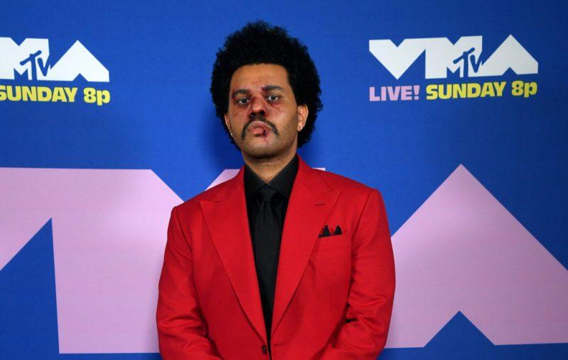 Descubre los looks más icónicos de los VMA 2020 - descubre-los-looks-mas-iconicos-de-los-vmas-2020-iconic-looks-celebrities-celebridades-outfits-estilo-looks-de-red-carpet-instagram-google-tiktok-zoom-online-clases-online-coronavirus-cura-6