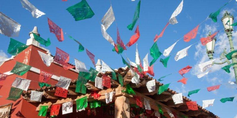 Costumbres en México que celebran la independencia - flags-mexico-independence-travel
