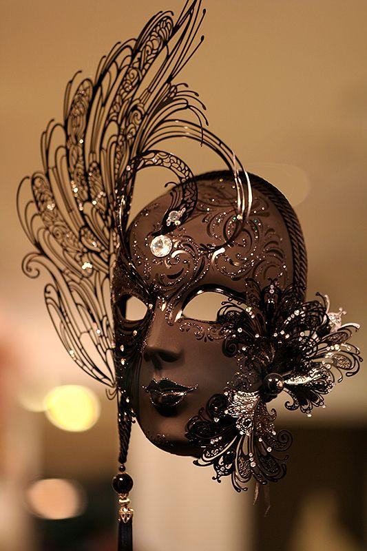 15 obras de arte hechas con chocolate - mascara-del-carnaval-de-venecia-15-obras-de-arte-hechas-con-chocolate
