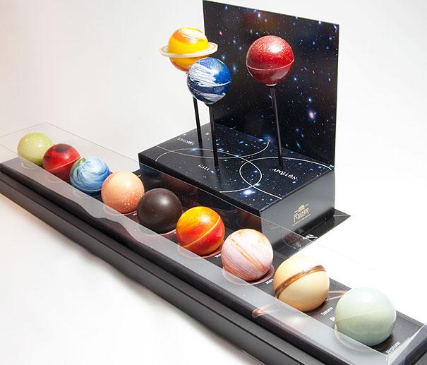 15 obras de arte hechas con chocolate - planetas-de-trufas-de-chocolate-15-obras-de-arte-hechas-con-chocolate