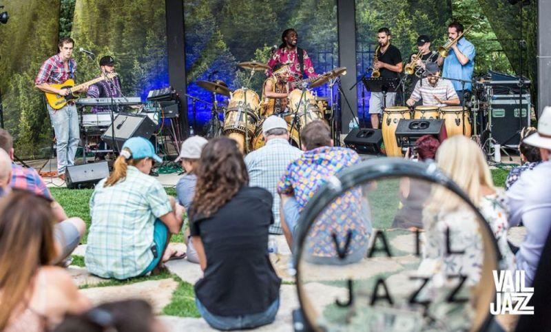 Descubre lo que Vail, Colorado tiene para ofrecer esta temporada - vail-jazz-jazz-in-the-park-like-nothing-on-earth-descubre-lo-que-es-vail-colorado-en-verano