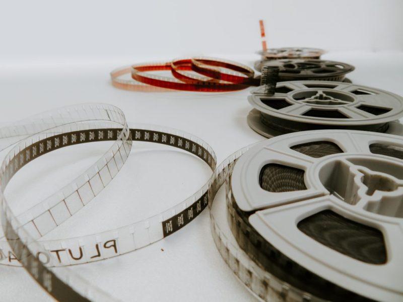 La evolución del cine a través de las décadas por el Autocinema Cinemex Platino presentado por AT&T - denise-jans-lq6rcifgjou-unsplash