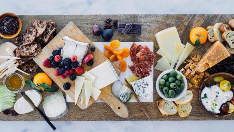 Aprende a maridar con Strongbow Apple Cider, una experiencia gastronómica de altura - cheesearticle-hero-960x540