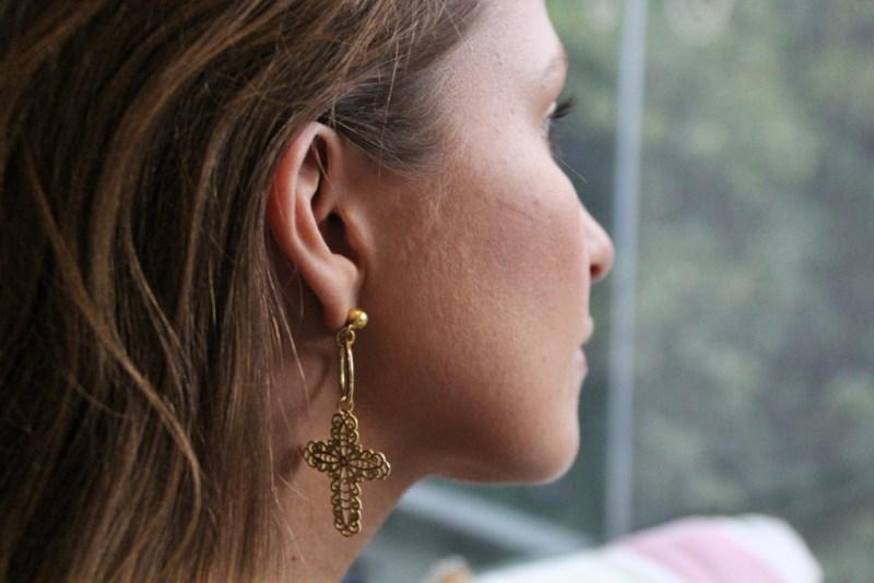 Raquel Morton Joyería, diseños basados en nuestro querido México y sus tradiciones - raquel-morton-joyeria-disencc83os-basados-en-nuestro-querido-mexico-y-sus-tradiciones-aretes-cruz-bancc83o-de-oro-14k