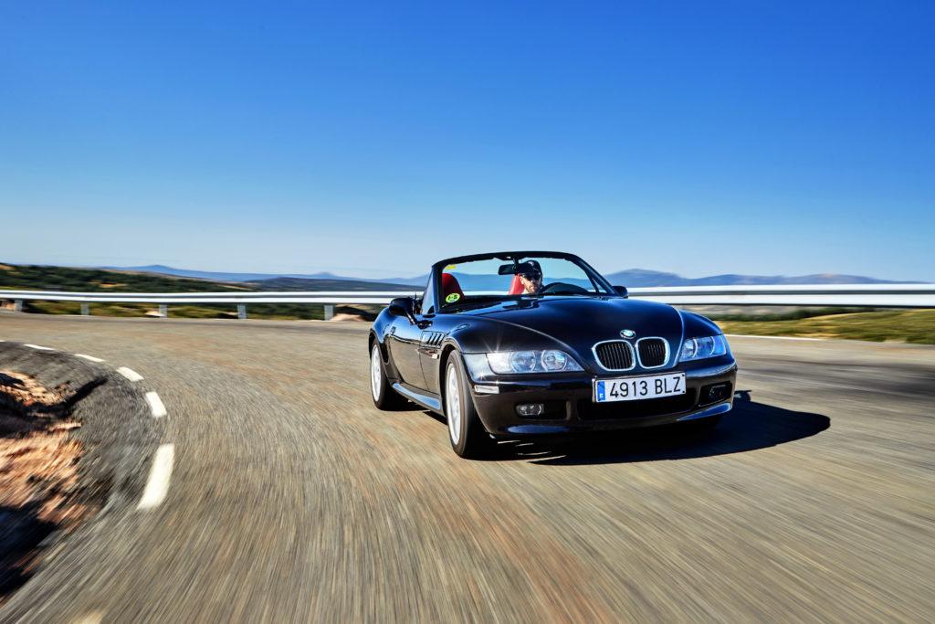 BMW celebra el 25º aniversario del icónico modelo de James Bond, el BMW Z3 - bmw-celebra-el-25-aniversario-del-iconico-modelo-de-james-bond-bmw-z3-google-amazon-bmw-google-james-bond-z3-aniversario-bmw-google-automovil-coche-deportivo-3