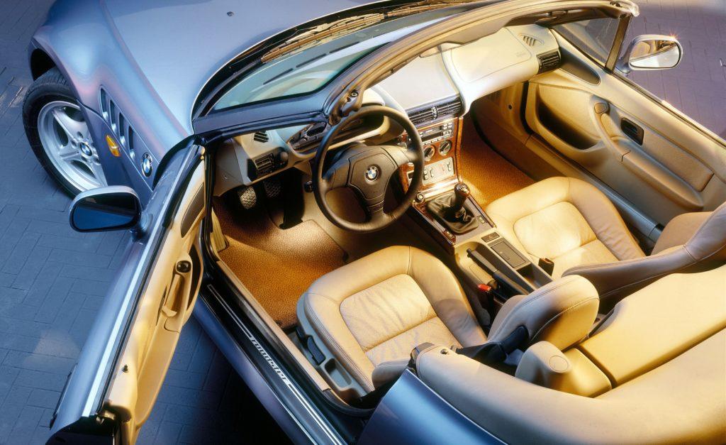 BMW celebra el 25º aniversario del icónico modelo de James Bond, el BMW Z3 - bmw-celebra-el-25-aniversario-del-iconico-modelo-de-james-bond-bmw-z3-google-amazon-bmw-google-james-bond-z3-aniversario-bmw-google-automovil-coche-deportivo-4