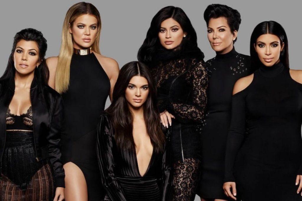 5 veces que la familia Kardashian nos ha dado lecciones inolvidables sobre negocios - CINCO VECES QUE LA FAMILIA KARDASHIAN NOS HA DADO LECCIONES INOLVIDABLES SOBRE NEGOCIOS kylie jenner kourtney kardashian travis baker 1