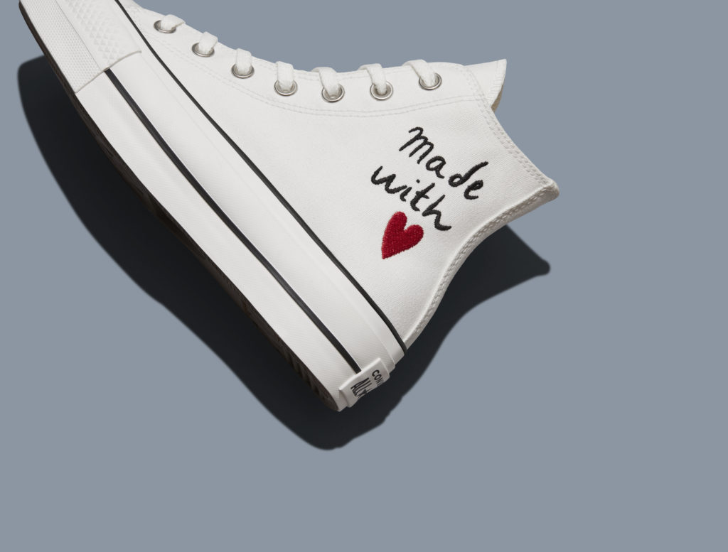 Conoce Made with Love, la nueva colección de Converse bordada con amor - conoce-made-with-love-la-nueva-coleccion-de-converse-bordada-de-amor-sneakers-chuck-taylor-made-with-love-fashion-google-amazon-amazon-prime-amazon-google-chuck-taylor-all-star-converse-converse-3