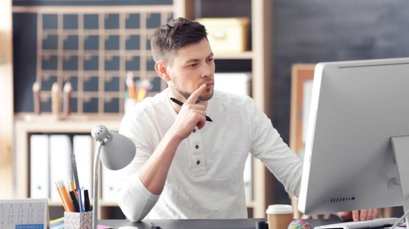 Tendencias del mundo laboral en el 2021 - nuevas-tendencias-en-el-mundo-laboral-constitucion-super-bowl-evan-peters-christopher-plummer-home-office-4-1