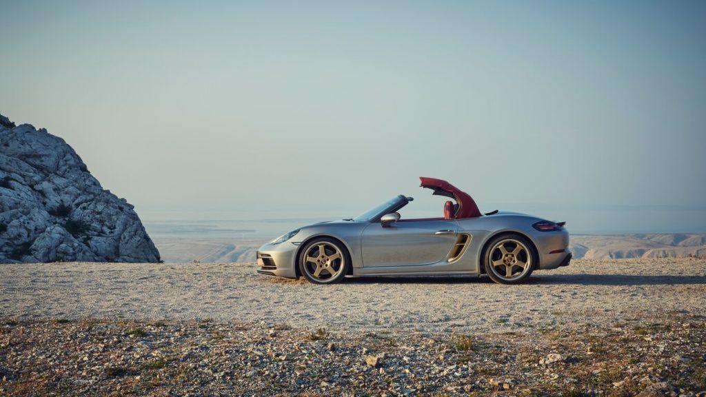Porsche celebra el 25 aniversario de la familia roadster muy a su manera - porsche-boxster-25-aniversario-gina-carano-bumble-lakers-tilray-stock-mary-wilson-aunt-jemima-1