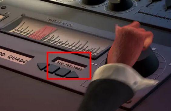 10 detalles que probablemente no habías notado en la película Monsters, Inc. - 1-numero-simulador-10-detalles-que-probablemente-no-habias-notado-en-la-pelicula-de-monsters-inc