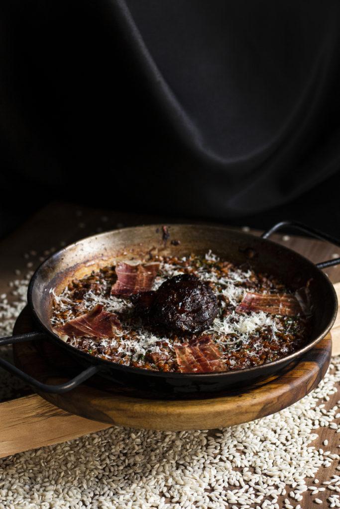 Emilio de Grupo Carolo, un restaurante vasco en el corazón de Polanco - arroz-riojano-carillera-y-serrano-emilio-de-grupo-carolo-el-restaurante-vasco-que-deleitara-tus-sentidos-en-el-corazon-de-polanco