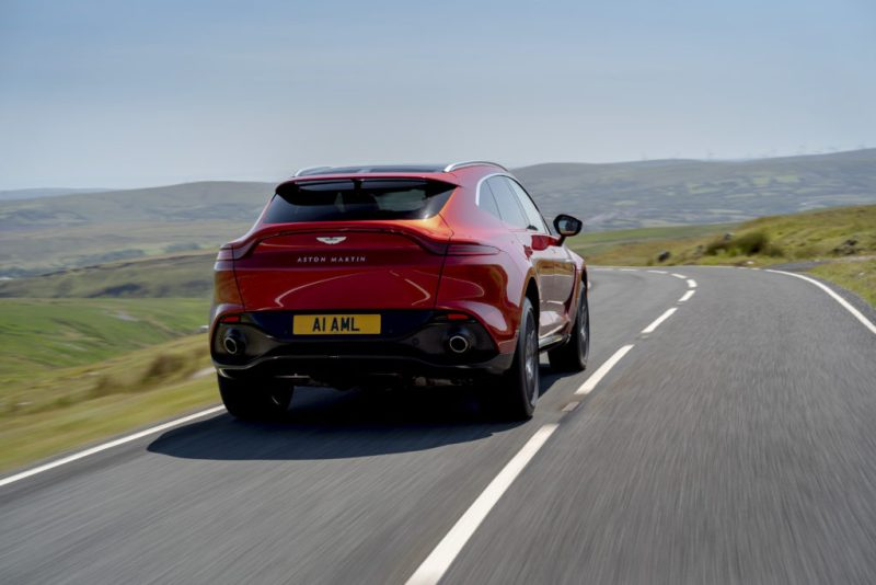 Conoce la primera SUV de Aston Martin; una combinación de lujo, aventura y performance - aston-martin-dbx-st-patricks-day-lakers-real-madrid-lebron-james-nba-ncaa-grammys-1