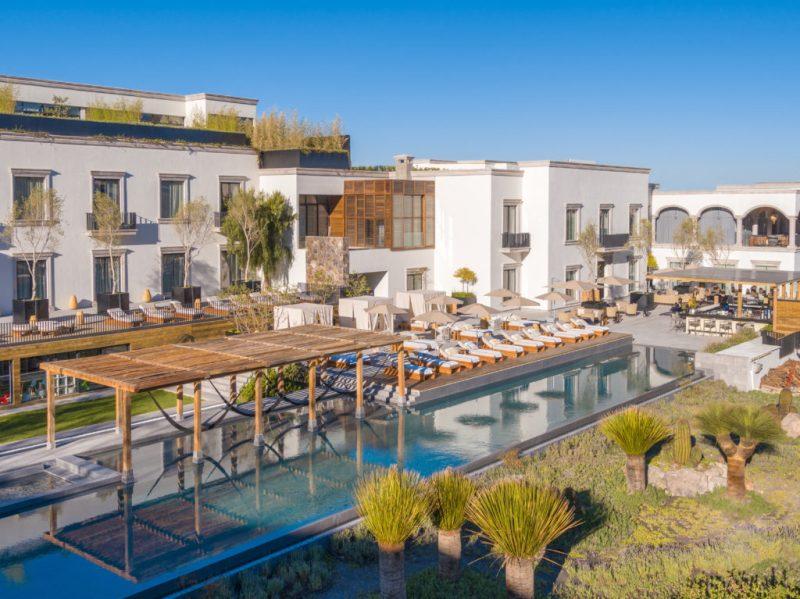¿Sin plan para Semana Santa? Conoce estos 7 hoteles de lujo en México - drone-la-san-miguel-214-edit