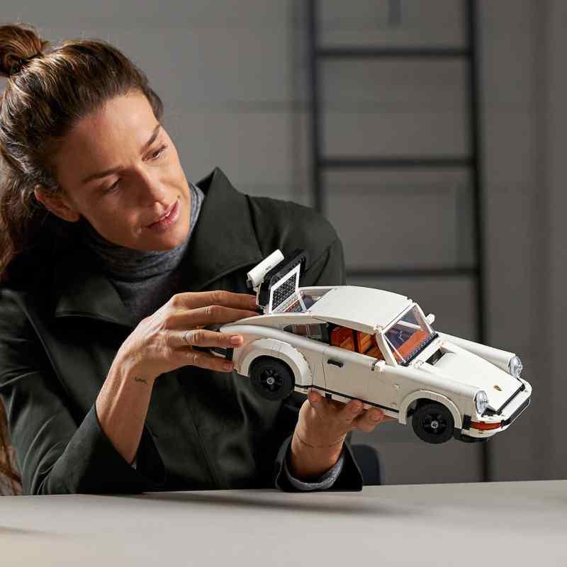 El icónico 911 de Porsche, ahora en versión armable de LEGO - el-iconico-911-de-porsche-ahora-en-version-armable-de-lego-europa-league-barcelona-champions-gme-lakers-jp-morgan-2