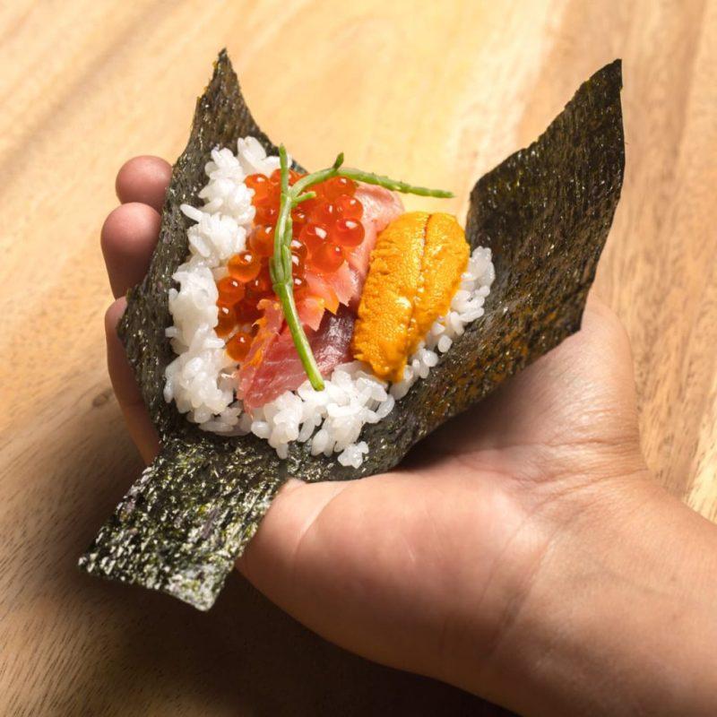Yoru Handroll and Sushi Bar, una propuesta culinaria japonesa que conquistará tu paladar - foto-3-el-emblema-de-yoru-representa-el-movimiento-de-una-cultura-global-sofisticada-que-esta-siempre-atenta-al-cambio-y-mantiene-la-ciriosidad-al-maximo