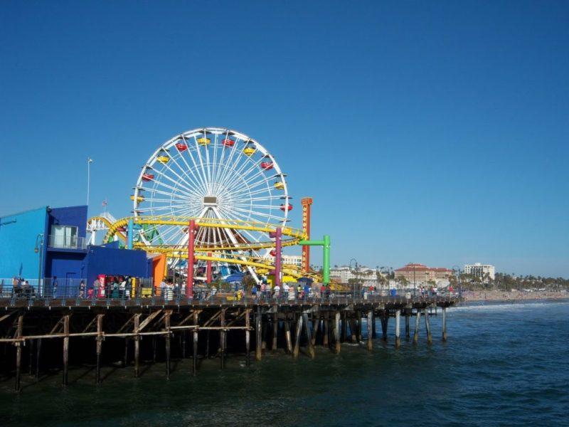 10 spots para visitar y tener buena suerte (solo si das un beso) - muelle-de-santa-monica-en-california-5-spots-para-visitar-y-tener-buena-suerte-solo-si-te-das-un-beso