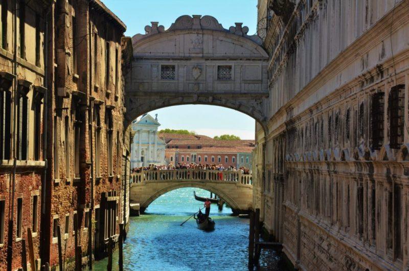 10 spots para visitar y tener buena suerte (solo si das un beso) - puente-de-los-suspiros-venecia-5-spots-para-visitar-y-tener-buena-suerte-solo-si-te-das-un-beso