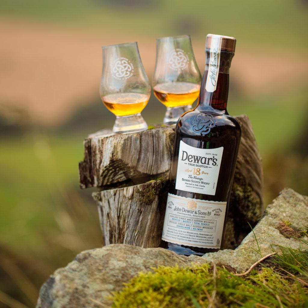 La historia de Dewar's, el emporio del whisky escocés
