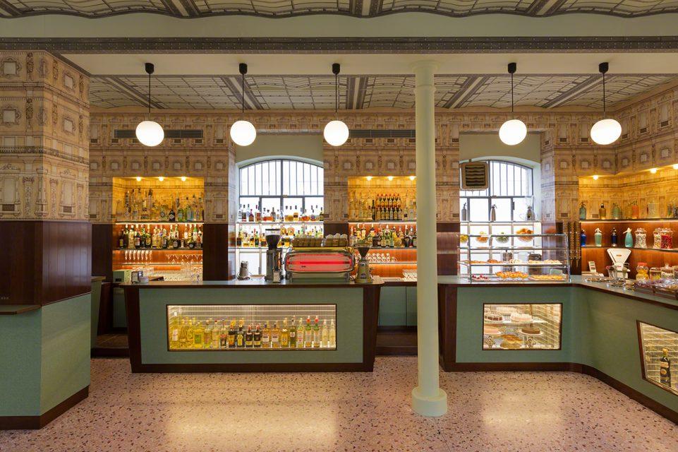 Bar Luce: un café diseñado por Wes Anderson en Milán
