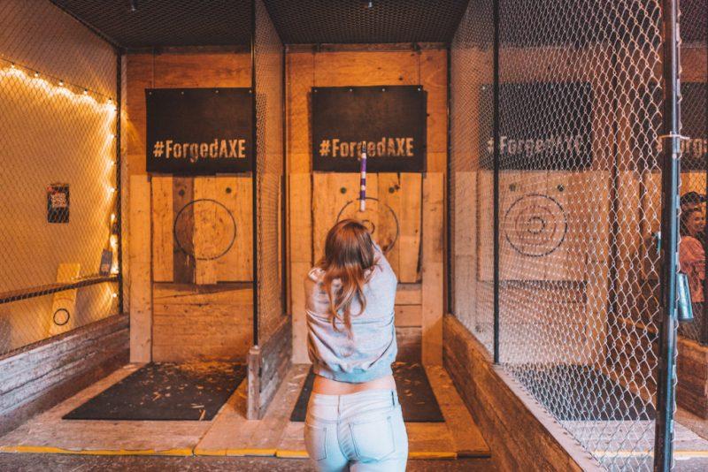 5 actividades que no te puedes perder en Whistler esta temporada - forged-axe-throwing