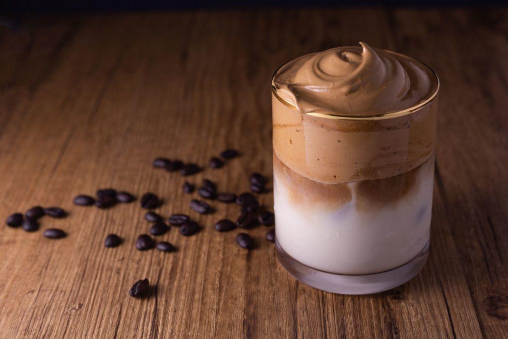 Dalgona Coffee, la bebida más hot del momento