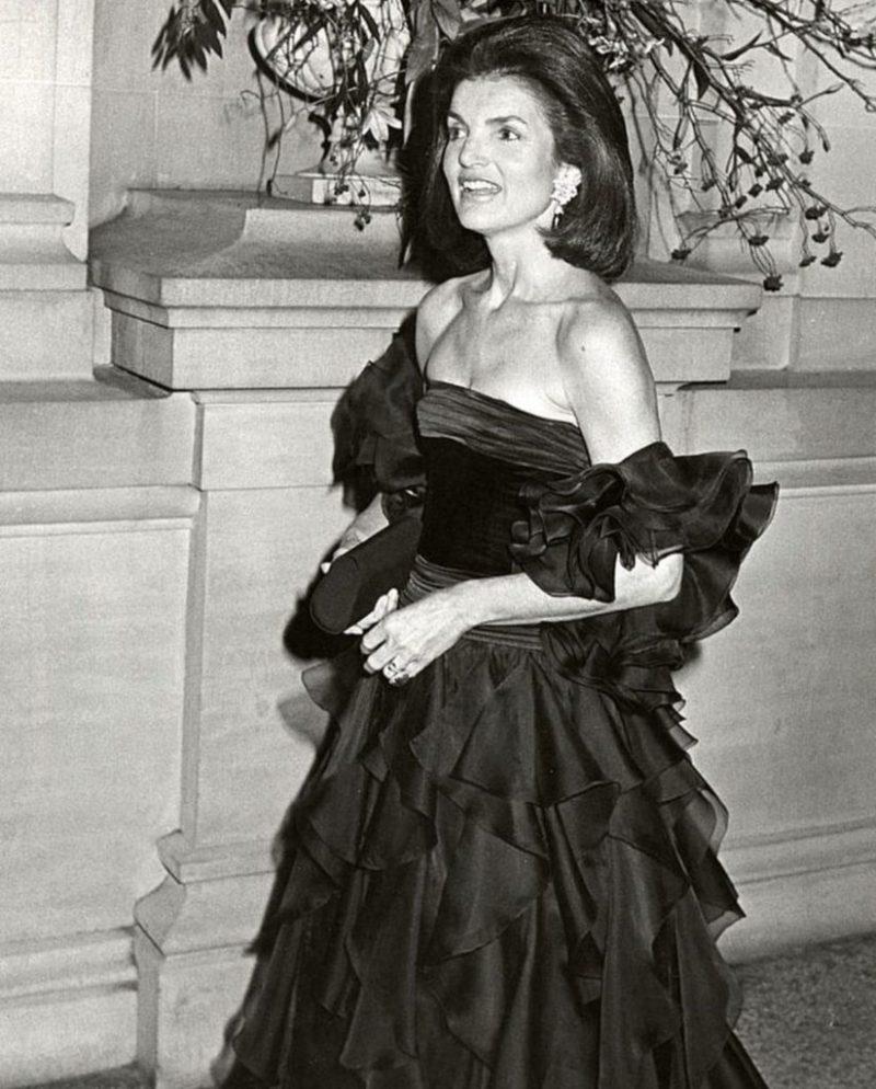 Los outfits más emblemáticos de Jackie Kennedy, ícono de moda - los-outfits-mas-emblematicos-de-jackie-kennedy-un-icono-de-moda-google-instagram-tiktok-google-online-coronavirus-vacuna-google-verano-covid-foto-moda-fashion-icon-4