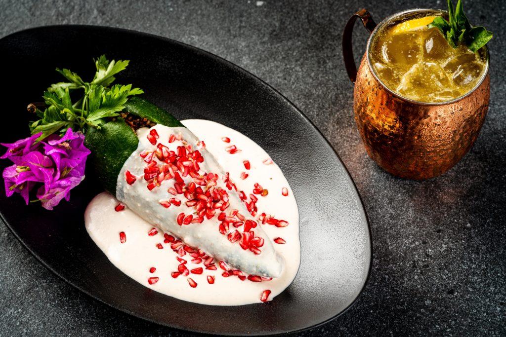 Arranca la mejor temporada del país, la del chile en nogada, y Porfirio's apuesta por el exquisito platillo