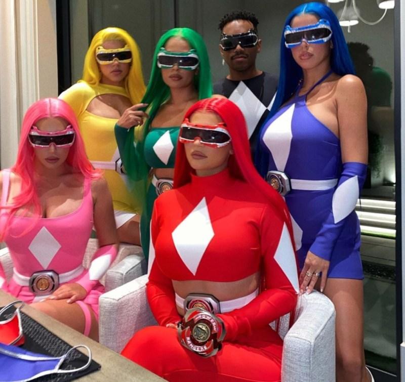 Los mejores disfraces de las celebridades 2020 - los-mejores-disfraces-de-las-celebridades-del-2020-celebridades-halloween-disfraces-de-halloween-celebrity-google-amazon-disfraz-kim-kardashian-kendal-jenner-google-amazon-instagram-tiktok-8