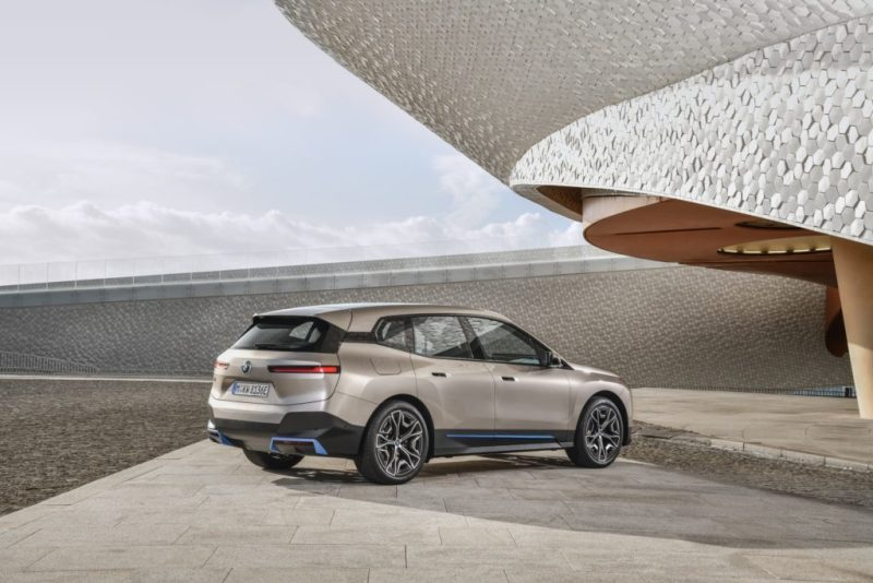 Conoce el nuevo BMW iX, un SAV completamente eléctrico - bmw-ix-amazon-zoom-online-google-nfl-packers-playoffs-google-bmw-amazon-google-bmw-ix-tech-google-online-coronavirus-nfl-1