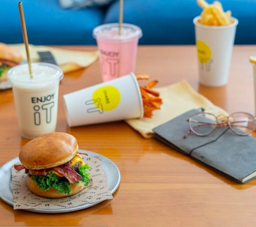Visita iT Burgers, pioneros de dark kitchen en México