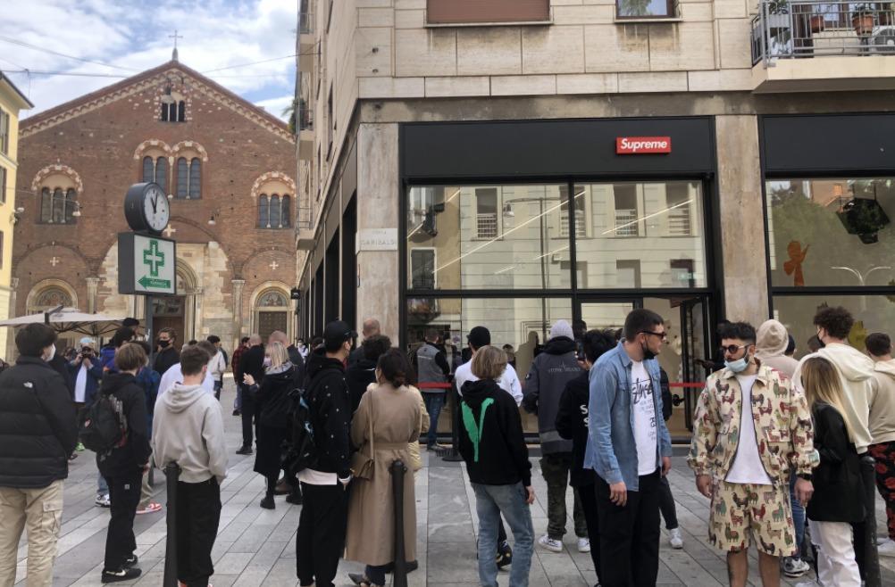 Supreme llega a Milán