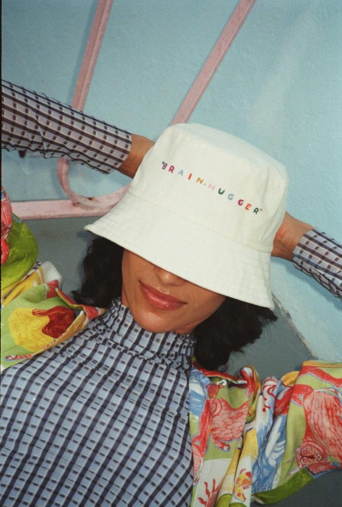 ¡Honest Bob! Los bucket hats que revolucionarán tu cabeza - honest-bob-miami-beach10-1