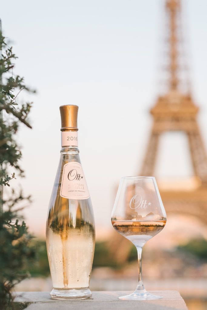 Domaines Ott, la historia de una casa vinícola como ninguna otra - ott-bottle-and-glass-bis-highres-clouis-david