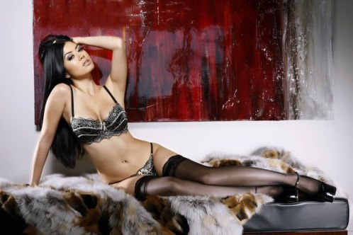 Kim-Lee-Model-Picture-23